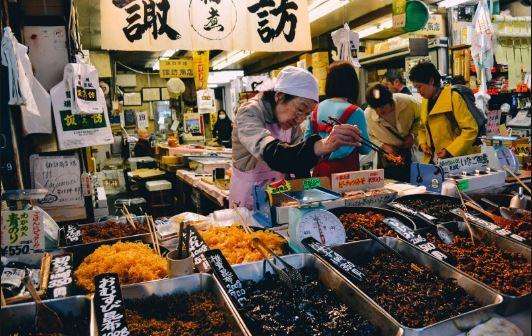 khu bên ngoài chợ Tsukiji