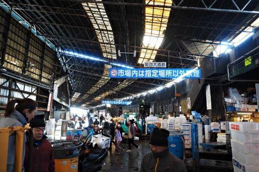 khu bên trong chợ Tsukiji