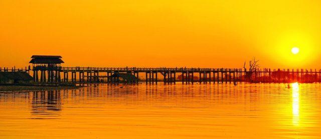 Buổi chiều lãng mạn trên cây cầu U Bein huyền thoại (Ảnh ST)