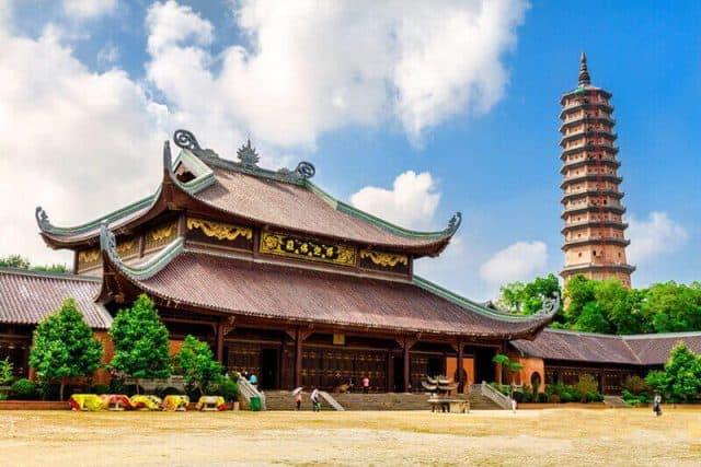 Chùa Bái Đính địa điểm du lịch tâm linh ở Ninh Bình thu hút du khách thập phương