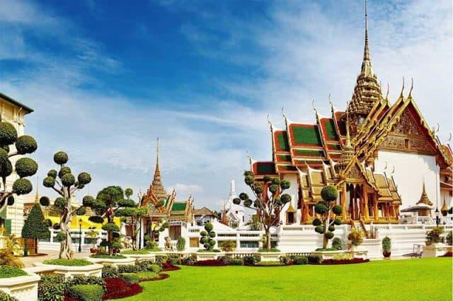 Xung quanh chùa Wat Phra Kaew (Ảnh ST)