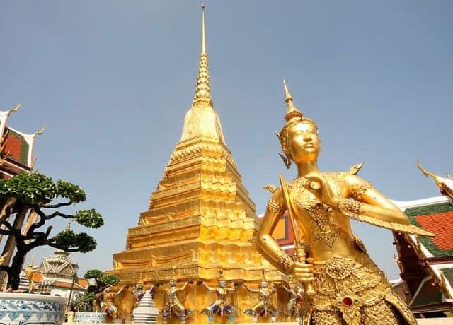 Tượng Phật bằng vàng tại Wat Phra Kaew (Ảnh ST)