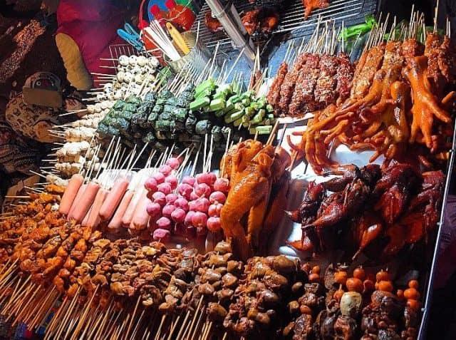 Đồ xiên nướng ở Thái Lan vô cùng phong phú (Ảnh ST)