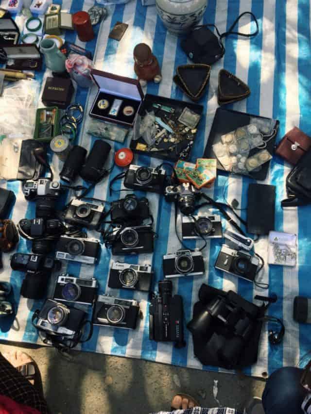 Khu chợ đồ cũ với rất nhiều mặt hàng vintage (Ảnh ST)