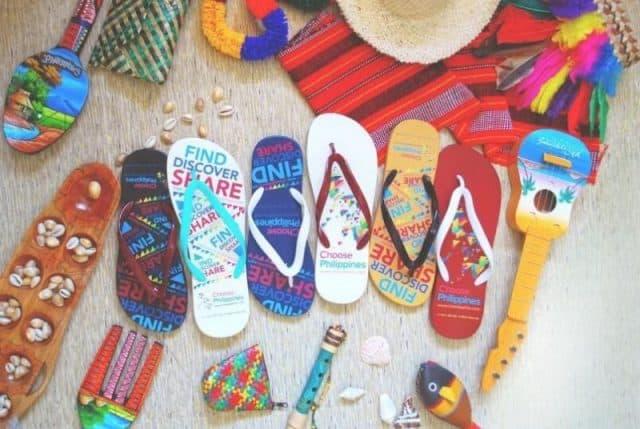 Giày dép Kaycee sặc sỡ màu sắc (Ảnh: ST)