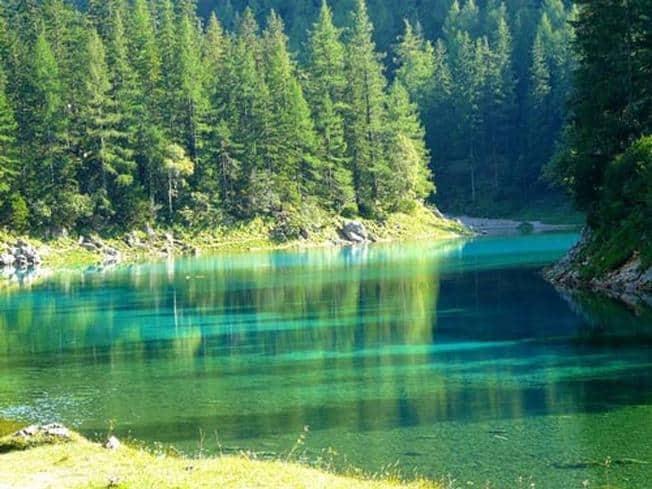 Hồ xanh - điểm du lịch hấp dẫn (Ảnh: ST)