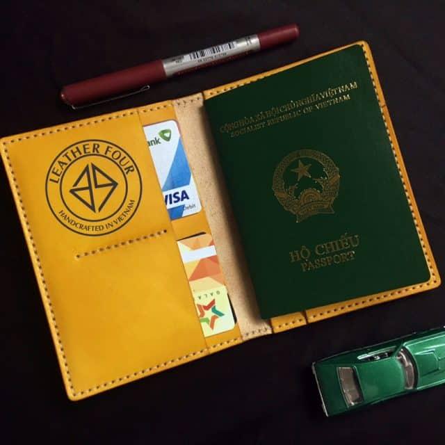 Hộ chiếu là thứ không thể thiếu khi đi Thái Lan (Ảnh ST)