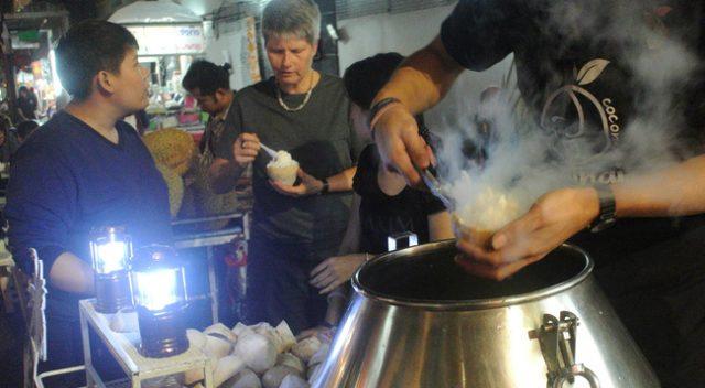 Kem dừa non làm lạnh bằng nitơ lỏng (Ảnh: ST)