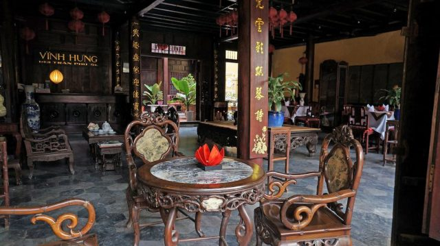 Khách sạn Vĩnh Hưng nằm trong khu phố cổ (Ảnh ST)