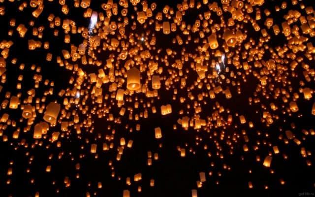 Thả đèn trời độc đáo tại Lễ hội Loy Krathong (Ảnh ST)