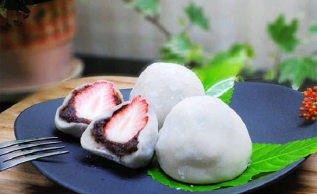 Nhân bánh gạo Đài Loan thường có hoa quả như dâu tây hay kiwi (Ảnh: ST)