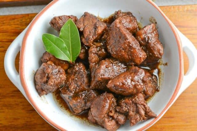 Adobo món ăn phổ biến ở Philippines (Ảnh: ST)