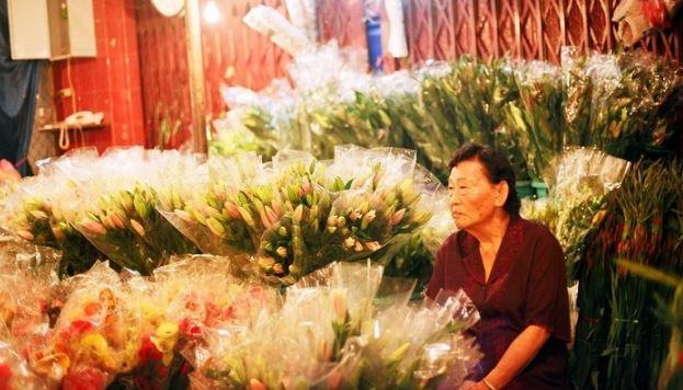 người bán hoa chợ hồ thị kỷ