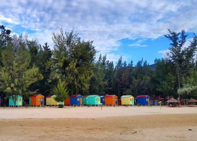 Những căn nhà gỗ nhỏ xinh bên bãi biển Đại Lãnh (Ảnh ST)