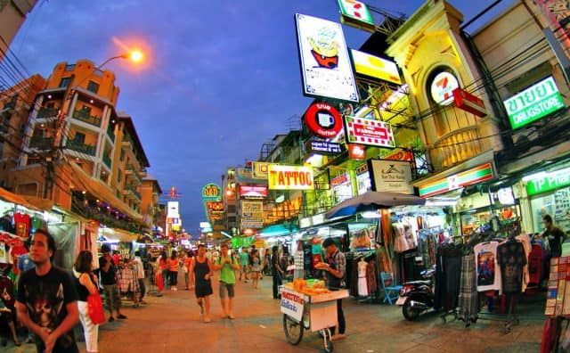 Khu phố Khao San lung linh khi về đêm (Ảnh ST)