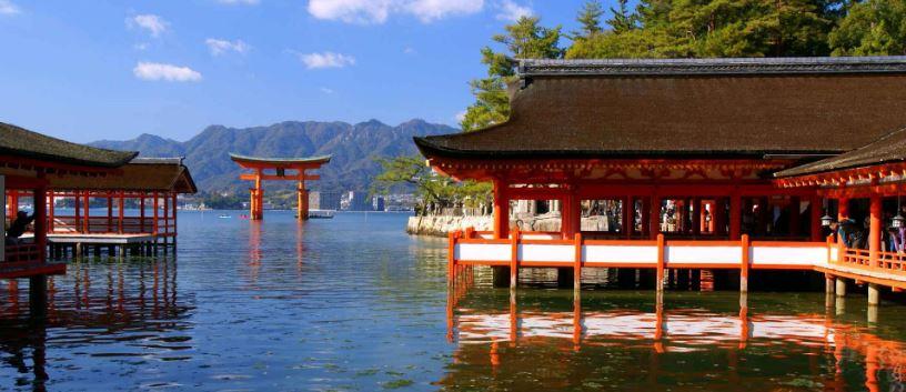 toàn cảnh đền Itsukushima