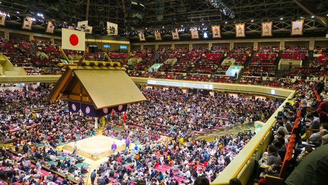 Một trấn đấu Sumo tại phố Sumo Ryogoku