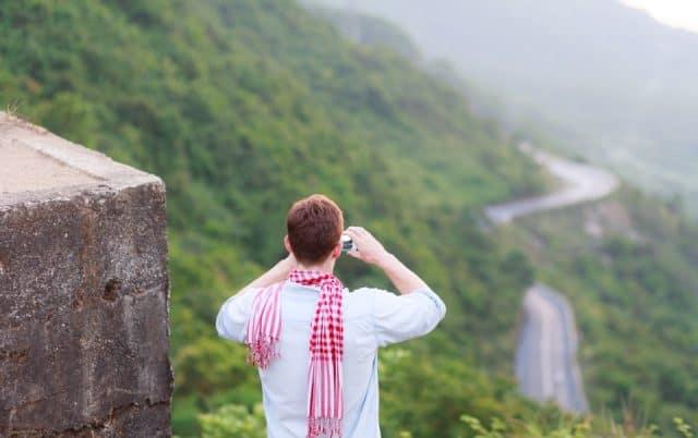 Từ đèo Hải Vân, ngắm thành phố Đà Nẵng xa xa (Ảnh: ST)