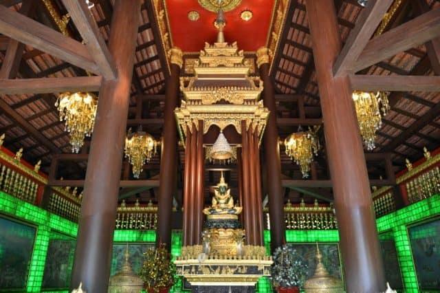 Tượng Phật Ngọc linh thiêng trong chùa (Ảnh ST)
