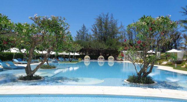 Màu xanh đặc trưng của Khách sạn alma-oasis-long-hai (Ảnh ST)
