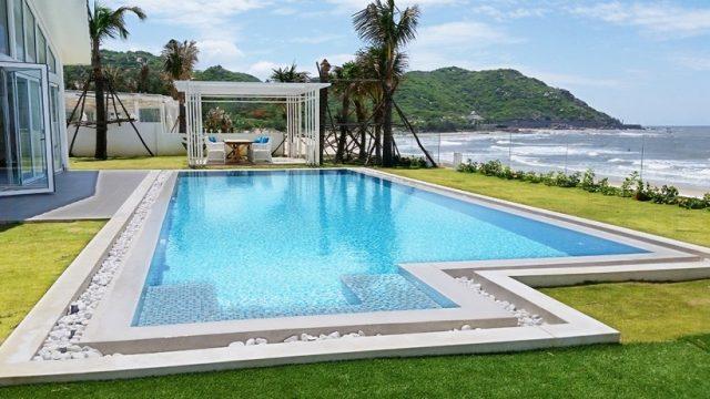 Bể bơi ngoài trời khách sạn alma oasis Long Hải (Ảnh ST)