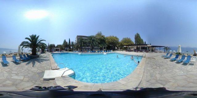 Bể bơi ngoài trời của Khách sạn Long Hải Beach ( Ảnh ST)