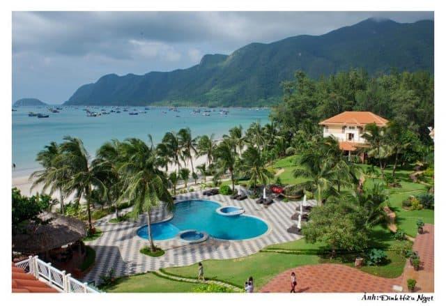 Bể bơi ngoài trời của Côn Đảo Resort ( Ảnh ST)