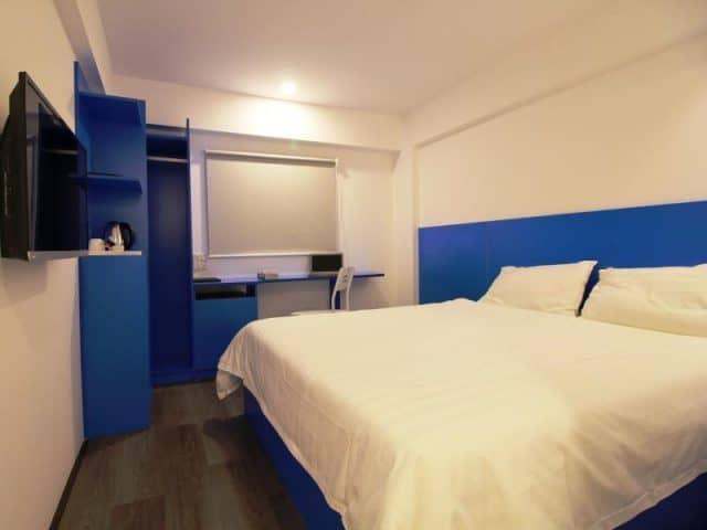 Phòng ngủ thiết kế đơn giản, đầy đủ tiện nghi (Ảnh ST)