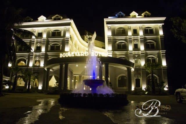 Khách sạn vào buổi tối
