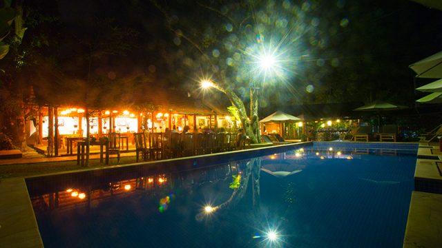 Khung cảnh vào ban đêm của khách sạn (Ảnh ST)