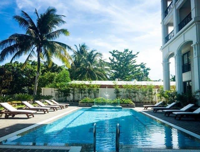 Hồ bơi trong trong khách sạn (Ảnh ST)