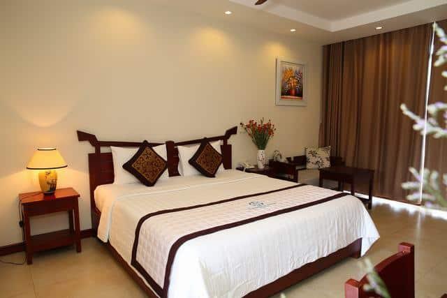 Phòng ngủ của khách sạn được thiết kế đơn giản đầy đủ tiện nghi (Ảnh ST)