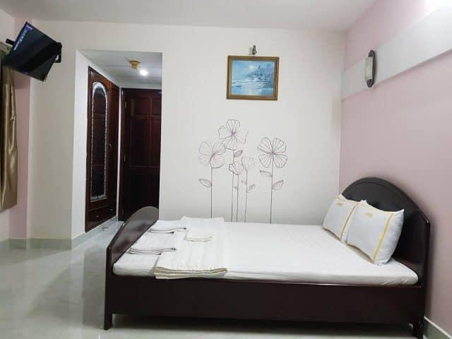 Phòng ngủ xinh xắn sạch sẽ của 7 Lượm Hotel (ảnh ST)