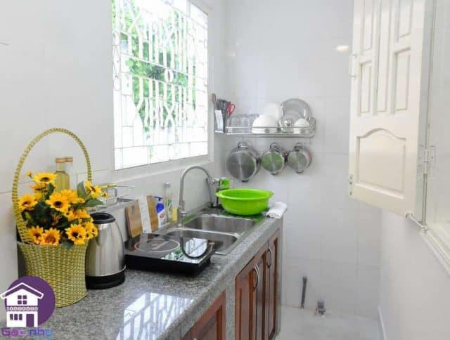 Gian bếp của gác nhỏ phục vụ nấu nướng cho du khách (ảnh ST)