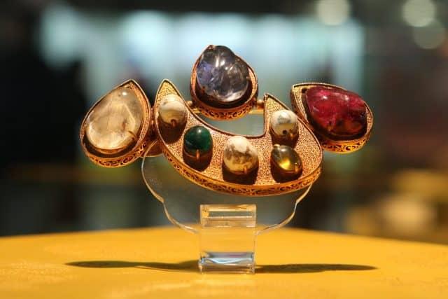 Trang sức quý giá được khai quật tại Định Lăng (ảnh ST)