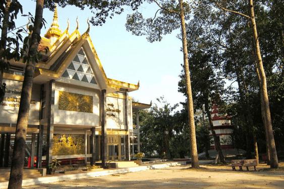Kiến trúc cổng vào đặc biệt làm nên sự hấp dẫn ngay từ cái nhìn đầu tiên của bảo tàng Khmer