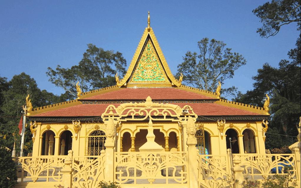 Ngôi chùa như dát vàng rực lên trong nắng sớm (ảnh sưu tầm)