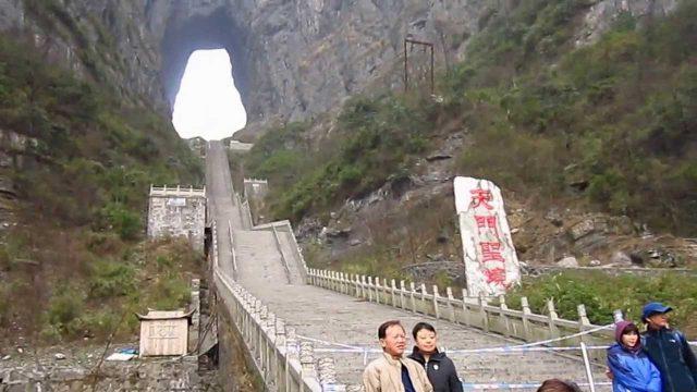 Bậc thang dẫn lên cổng trời (ảnh ST)