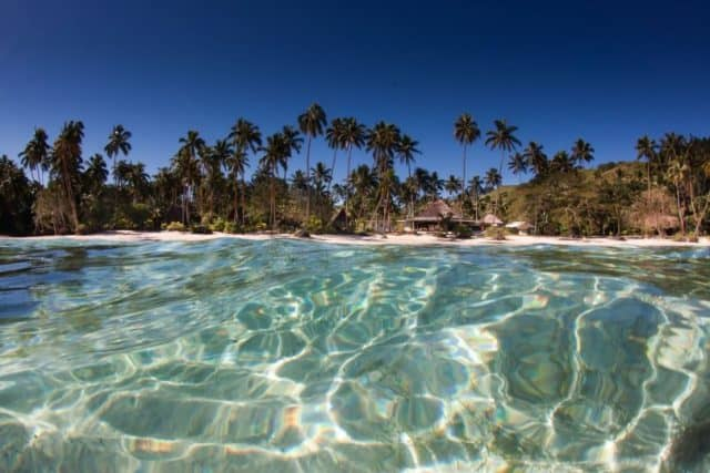 Nước biển xanh đặc trung cho hòn đảo (ảnh ST)