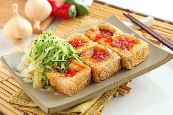 Thưởng thức đậu hũ thối Đài Loan