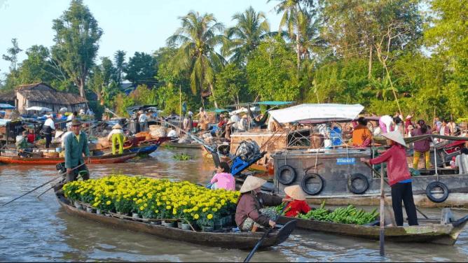 Dạo chơi chợ nổi Cái Ôn, khách du lịch có cơ hội thưởng thức nhiều đặc sản Vĩnh Long nổi tiếng (ảnh ST)