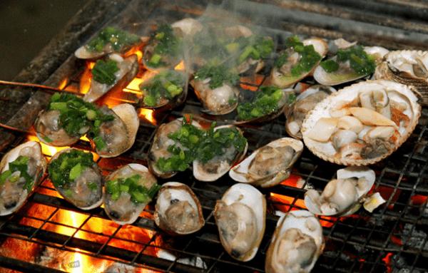 Bật mí với các bạn, những món nghêu cũng là những món ăn hải sản biển Tân Thành được lòng du khách nhất (ảnh ST)