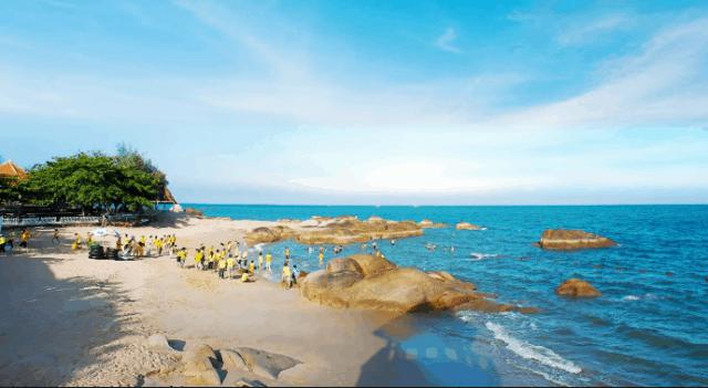 Biển Long Hải lúc nào cũng nườm nượp người vào những dịp nghỉ lễ (ảnh ST)