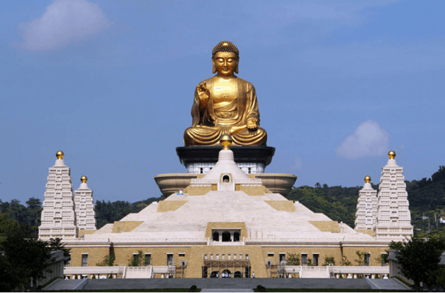 Bên trong thân Đại Phật là 100 vạn bản Tâm kinh do hàng trăm người chép tay (ảnh ST)