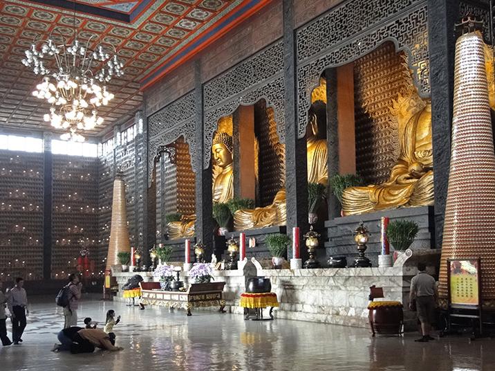 Bên trong ngôi chùa chiếm vị trí độc tôn trong lòng người dân Đài Loan (ảnh ST)