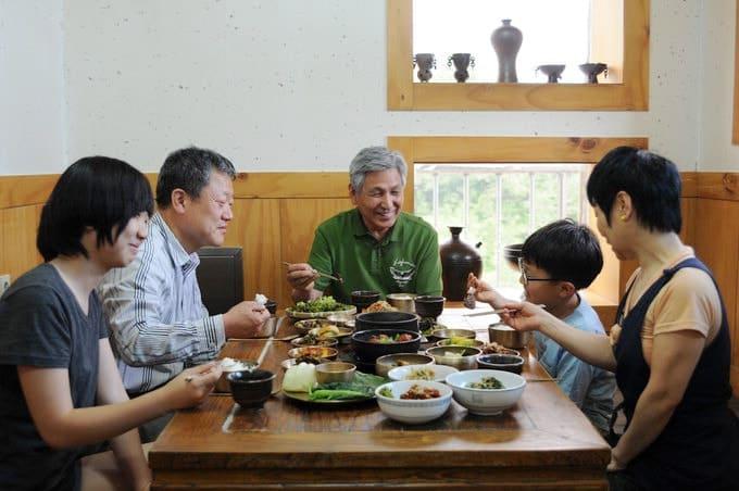 quy tắc trong bữa ăn của người Hàn Quốc