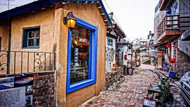 Sự kết hợp giữa truyền thống và hiện đại phố cổ Samcheong-dong seoul (ảnh ST)