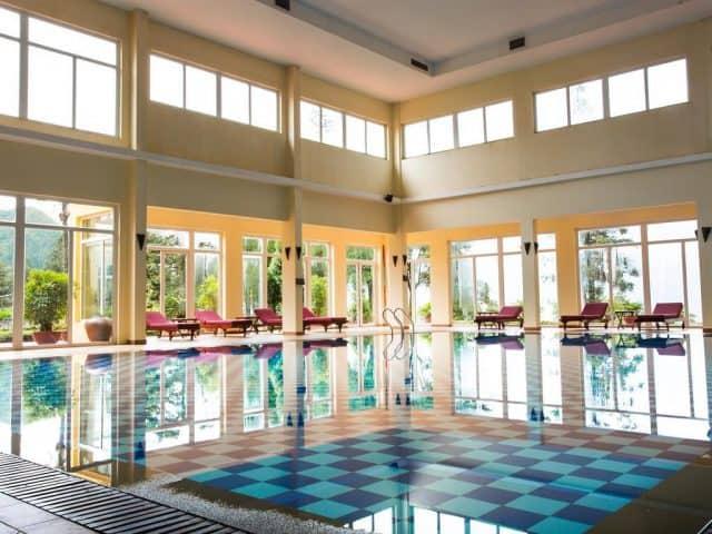Bể bơi trong nhà của Victoria Sapa Resort & Spa(Ảnh ST)