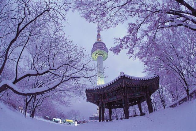Tháp NamSan phủ đầy tuyết vào mùa đông (ảnh ST)