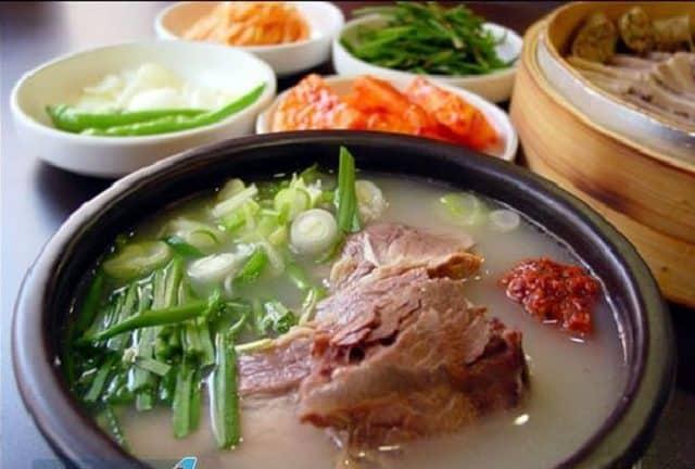 Canh thịt lợn - Dwaeji gukbap